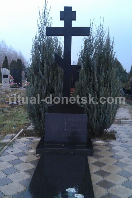 Памятник Роза из двух видов гранита Пролетарская Лампадка из габбро-диабаза резная Шелепиха